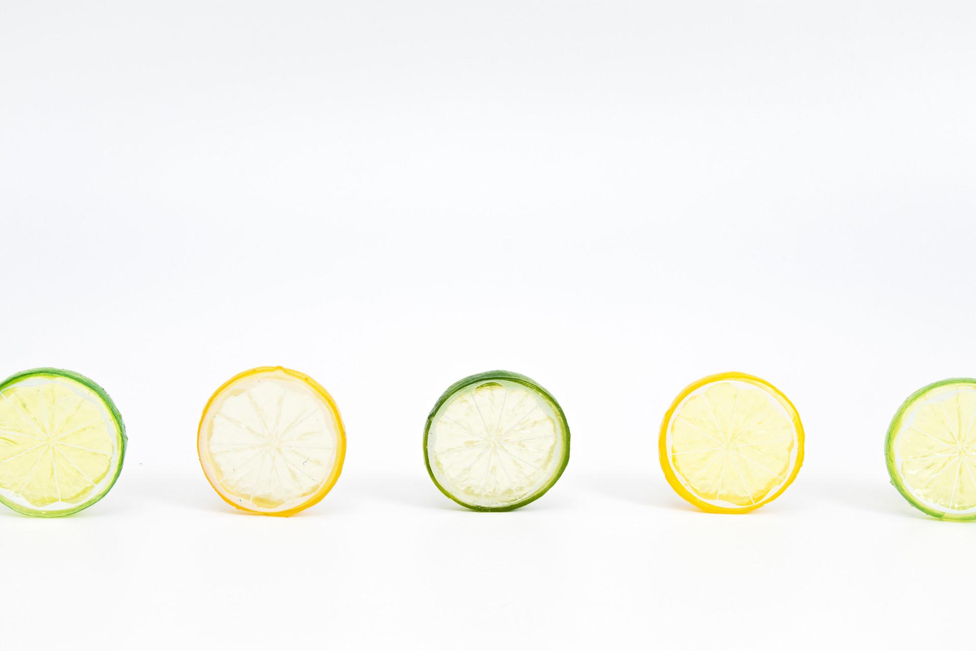 摄图网_500142566_banner_清新留白柠檬片设计背景(企业商用).jpg